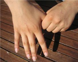 Finger hold for worry